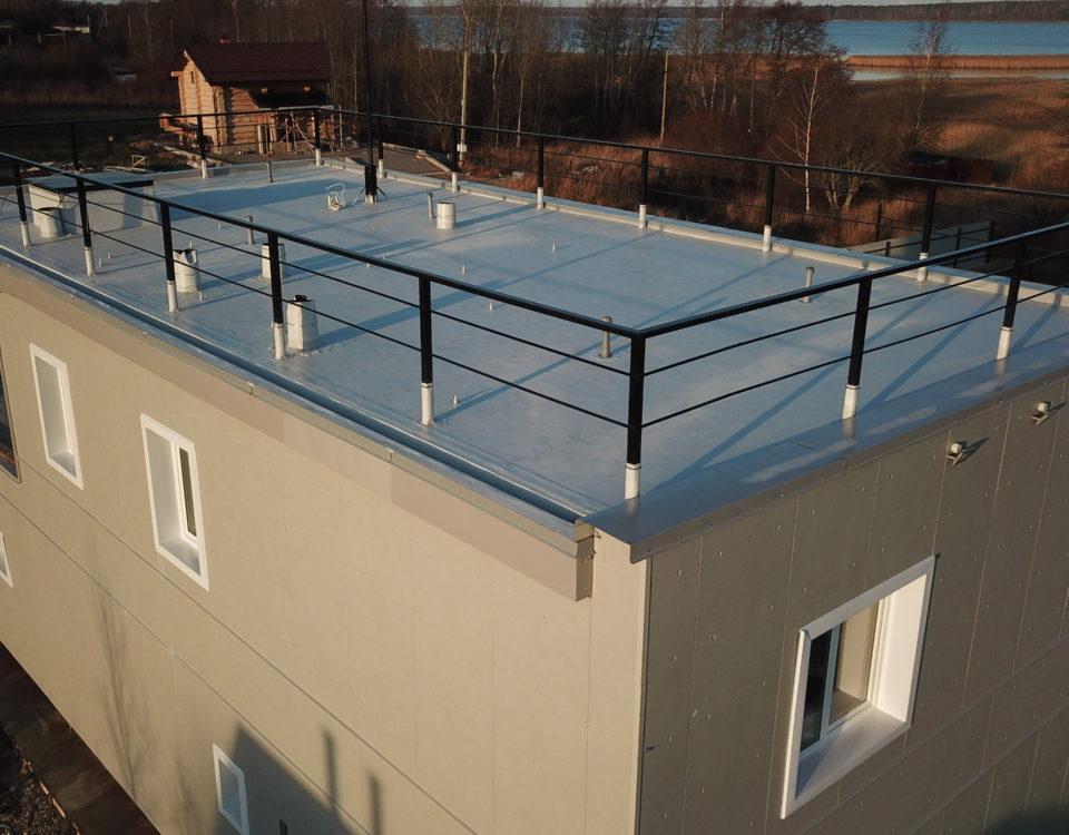 Плоская крыша частного дома: в чем ее преимущество перед скатной кровлей